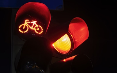 /sites/default/files/styles/teaser/public/2021-03/two-red-traffic-lights-with-bicycle-logo-one-night-bucharest-romania.jpg?h=8d16384a&itok=84ZrjYl8